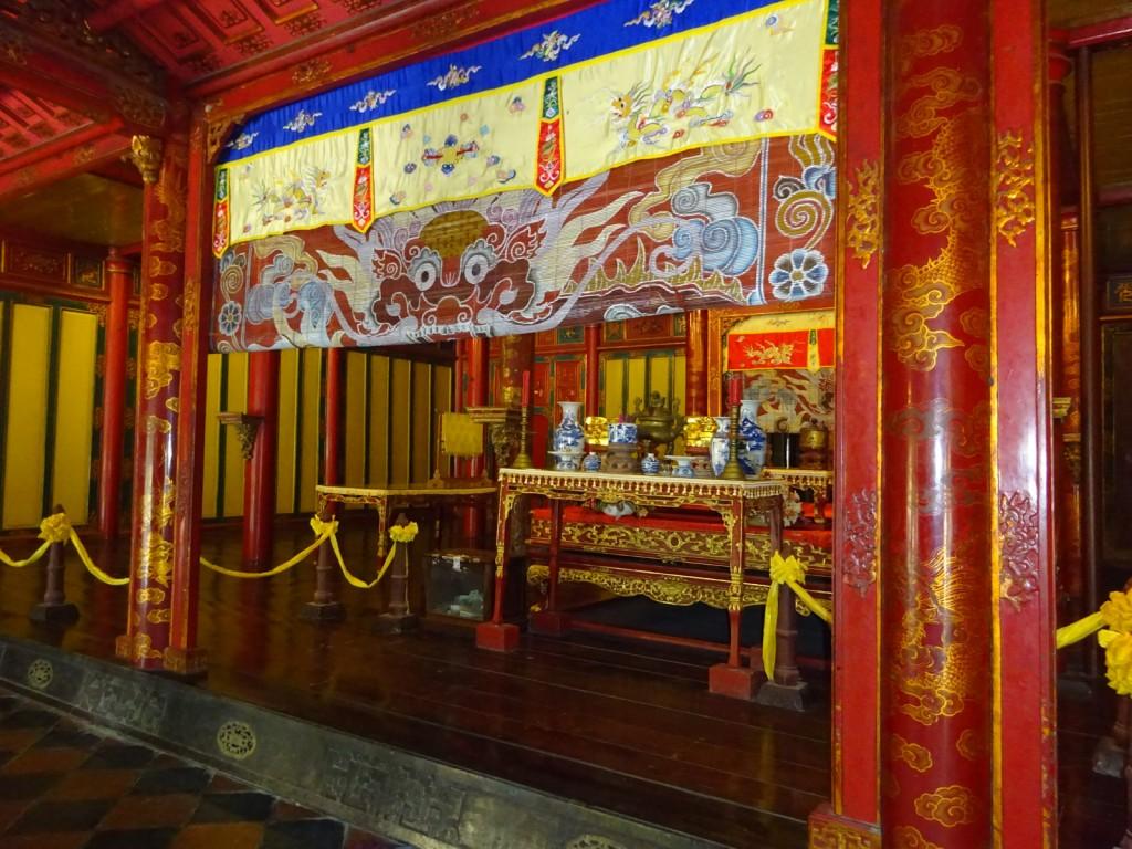 The main altar dedicated to Minh Mang