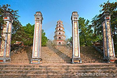 thien-mu-pagoda-hue-vietnam-17314862